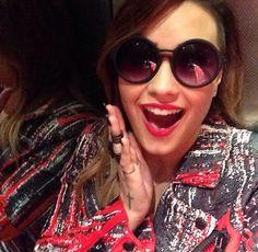 Demi Lovato. IN LOVE with her blazer!!!