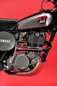 Einzylinder in seiner schönsten Form. Der XT-Motor trieb fast unverändert auch die von 1978 bis 1999 gebaute SR 500 an. Cafe Racer Motorcycle, Moto Bike, Motorcycle Style, Yamaha Motorbikes, Yamaha Motorcycles, Sr 500, Yamaha Xt 500, Cafe Racer Parts, Japanese Motorcycle