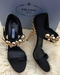 d6e0e0433027 179 mejores imágenes de PRADA en 2019 | Prada, Alta costura y Zapatos