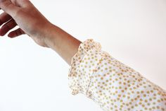 In this quick post I show how to sew small ruffling on the cuffs of a top or dress.
