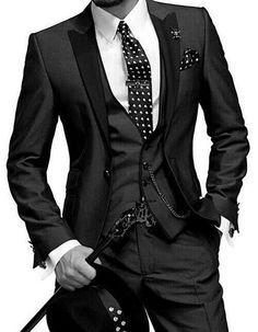 Este traje es para los hombres. Llevan para ocasiones elegantes.