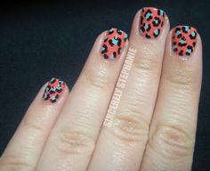 Another leopard nails color combo.