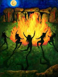 dance naked under the moon - Google Search Fire Drawing, Witch Drawing, Nature Drawing, Danza Tribal, Witches Dance, Dancing Drawings, Art Drawings, Fire Painting, Fire Art