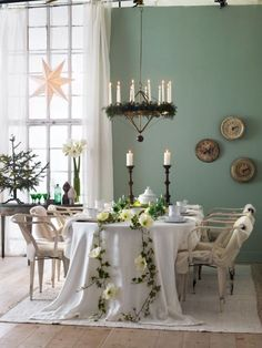 Decoración de Navidad Fresca y Natural para el Comedor.
