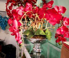 Maravilha de Arranjo com 9 Orquídeas vermelhas Siliconadas, vaso em vidro prateado (LANÇAMENTO). OBS- RECOMENDO FRETE E-SEDEX POR SER FRÁGIL. R$ 520,90