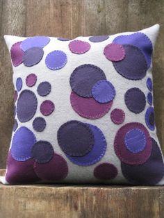 Wool Throw Pillow Penny Rug Variation in Gray by theoldcoatstudios Felt Cushion, Felt Pillow, Diy Cushion, Burlap Pillows, Sewing Pillows, Decorative Pillows, Throw Pillows, Felt Crafts Diy, Fabric Crafts
