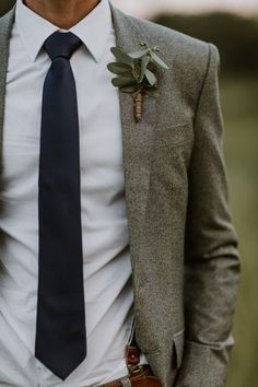 How to Make Your Wedding Feel Like Fall (No Matter the Season Cold-weather grooms style inspiration Fall Wedding Suits, Wedding Groom, Wedding Men, Wedding Ideas, Vintage Wedding Suits, Gothic Wedding, Vintage Groom, Wedding Planning, Mens Outdoor Wedding Attire