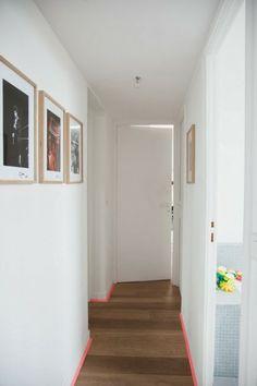 Chez Juliette et Tomas Erel à Montreuil #designerbox pas mal ces plinthes en fluo!