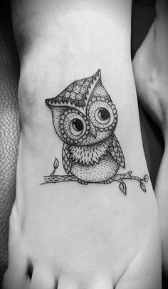 Owl Tattoo Design On Foot, girl foot tattoos, butterfly foot tattoo ~ Look My Tattoo Owl Tattoo Design, Tattoo Designs, Et Tattoo, Piercing Tattoo, Piercings, Tattoo Owl, Ankle Tattoo, Cute Owl Tattoo, Mandala Tattoo