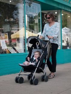 Real moms with real babies are REALLY loving the Series 300 Stroller. But how could you not? Get your own at: www.babycargo.com #BabyCargo #Series300 #BabyStroller #Style