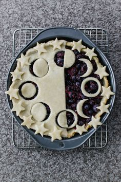 Vegan blueberry pie with moon and star crust design. Vegan Sweets, Vegan Desserts, Just Desserts, Dessert Recipes, Wicca, Pagan, Pie Crust Designs, Lunar Moon, Vegan Blueberry