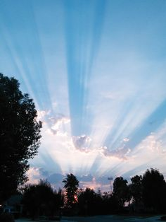 Crepuscular Rays, Bakersfield, California, photo by Debbie Taylor   Bakersfield has the best sunsets