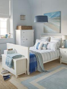 Country trifft Maritim.Feines Schlafzimmer in Blau-Weiß ...