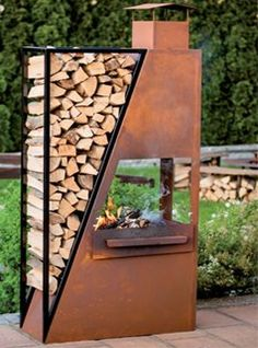 metal patio bbq fireplace with integrated wood storage Metallterrasse Grillkamin mit integriertem Ho Outdoor Fire, Outdoor Living, Outdoor Decor, Outdoor Stove, Fire Pit Backyard, Backyard Patio, Metal Fire Pit, Fire Pits, Wood Storage