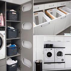 ~~Tvättstuga~~ Sitter och funderar på hur vi ska ha det i tvättstugan och inser att jag vill ha mer än vad vi har plats till (såklart). 🤪🙈 Något som jag bestämt vill ha är en smart lösning för smutstvätt. Älskar de tre utdragbara lådorna ovan 👆🏼. Dolt och färdigsorterat när det är dags att tvätta. Alla ni husbyggare där ute, som alltid har så smarta och genomtänkta lösningar, dela gärna med er av era bästa tvättstugetips. Hur torkar ni tvätten t.ex?!? 😳Söker smarta och platseffektiva… Küchen Design, House Design, Stacked Washer Dryer, Mudroom, Interior Design Living Room, Washing Machine, Home Appliances, Decoration, Storage