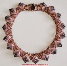 Pattern bijoux: Sculptural Peyote necklace