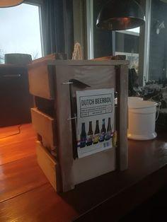 Kistje met beitel om deze te openen met bier. Namaken in het groot.