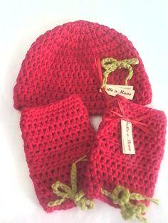 Cappello e guanti a uncinetto