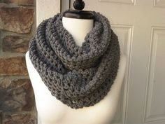 Crochet Circle Scarf A quick and simple stripe circle scarf. Cute Crochet, Crochet Crafts, Crochet Hooks, Crochet Projects, Knitting Projects, Crochet Scarves, Crochet Shawl, Knit Crochet, Crotchet Patterns