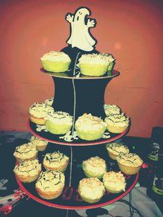 love this Poundland cake stand.