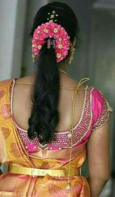 Saree Hairstyles, Indian Wedding Hairstyles, Loose Hairstyles, Bride Hairstyles, Medium Hair Styles, Short Hair Styles, Traditional Hairstyle, Gold Hair Accessories, Bridal Hair Flowers