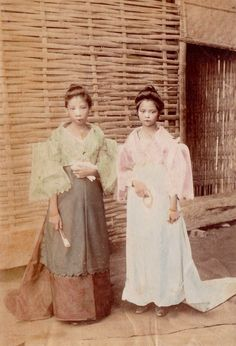 1880 teens with makeup wearing traditional filipina clothes in manila Filipino Art, Filipino Culture, Philippines Fashion, Philippines Culture, Old Photos, Vintage Photos, Relaxing Photos, Filipiniana Dress, Filipino Fashion