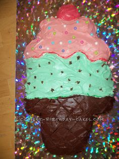 Well, here is a cake you can make if you want to give someone an ice cream cake without spending a fortune on one, HA HA ! Cool Birthday Cakes, It's Your Birthday, Birthday Parties, Ice Cream Flavors, Ice Cream Party, Cupcake Cakes, Cupcakes, Diy Projects To Try, Party Cakes