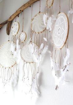 THEY'RE BACK... DREAMCATCHERS, AND THEY'RE EVEN BETTER IF YOU MAKE THEM YOURSELF Loving too...here's the easy do-it-yourself deets