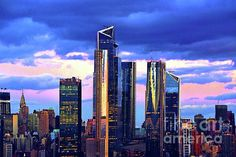 #NewYorkSundown #NYSkylineSundown #ManhattanSundown #CitySkylineSundown #SundownBeautyNYC #NYTwilightBlue Ny Skyline, Manhattan Skyline, Hudson Yards, One World Trade Center, Willis Tower, Empire State Building, First World, Skyscraper, Sunrise