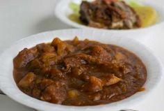 88 - CARAPULCRA De acuerdo a los expertos, se trata del plato más antiguo del que se tenga noticia en la gastronomía peruana. Este guiso es el resultado de la cocción lenta y prolongada de papas y carnes de cerdo y gallina, acompañados de otras especies.