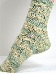 Ажурные носки «Spring Forward» вязаные спицами