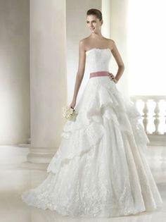 WEDDING DRESS SAN PATRICK. Lace wedding dress. 700$