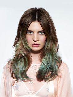Grüne Haare sehen wir 2017 bestimmt häufiger! Besonders schön, wenn sie so fransig geschnitten sind!