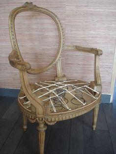 """Fauteuil """"Louis XVI"""" 1ere phase de montage """"sanglage, guindage"""" Éléments décoratifs boiserie Guirlandes,..."""