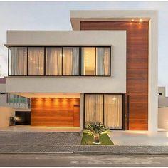 Fachada de casa com painéis de madeira que camuflam as portas de entrada! Modern Exterior House Designs, Best Modern House Design, Modern House Facades, Minimalist House Design, Dream House Exterior, Modern Architecture House, Exterior Design, Architecture Design, Facade Design