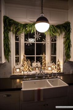 Christmas Kitchen, Christmas Love, Country Christmas, Merry Little Christmas, Winter Christmas, Christmas Carol, Kitchen Window Decor, Cozy Kitchen, Xmas Decorations