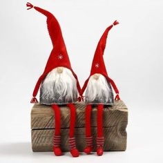 Felted Pixies with long Knitted Tube Socks- Homemade elves and Santas – Homemade Christmas decorations – Creative Christmas – Creative ideas - Swedish Christmas, Christmas Gnome, Christmas Sewing, Scandinavian Christmas, Christmas Projects, Homemade Christmas, Gnome Tutorial, Kobold, Scandinavian Gnomes