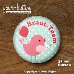 Button für das Braut-Team beim Junggesellinnenabschied, mit einem niedlichen kleinen Vögelchen in Partystimmung ;)  Auch erhältlich für die Braut, den Bräutigam und für Trauzeugin und Trauzeuge - wirf einen Blick in unseren Shop!  http://de.dawanda.com/product/48133098-Button-Braut-Team-fuer-JGA-Vogelhochzeit-32-mm