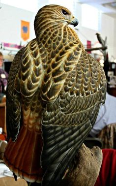 Both wings outreached from the body. This entire piece stands 3 and half tall. Highly detailed and incredibly life-like. Wood Carving Art, Wood Art, Wood Carvings, Stone Carving, Bird Of Prey Tattoo, Hawk Tattoo, Whittling Wood, Red Tailed Hawk, Red And Teal