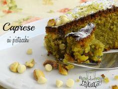 La tradizione partenopea si rinnova di gusto e dopo la Torta caprese classica, non poteva mancare la Torta caprese ai pistacchi.
