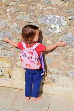 Mardi, les enfants reprendront le chemin de l'école. Pour Clémentine ce sera la 2ème rentrée, déjà...