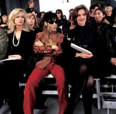 Versace Fashion Show 1994 Princes Fashion, Prince Paisley Park, Prince Images, The Artist Prince, Baby Prince, King Of Music, Roger Nelson, Prince Rogers Nelson, Famous Celebrities