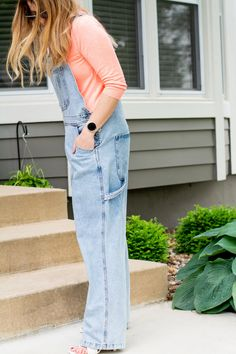 Overalls and Summer Sweaters with KC Homes & Style.   Le Stylo Rouge