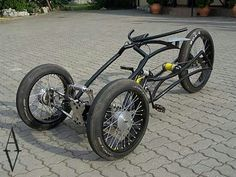 Trike, someone could put a little 50 to engine on that and have some real fun. Trike Bicycle, Recumbent Bicycle, Cruiser Bicycle, Cargo Bike, Motorcycle Bike, Mini Bike, Cool Bicycles, Cool Bikes, E Quad