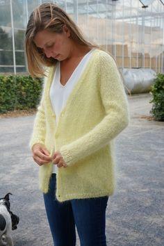 Mohair Sweater, Sweater Cardigan, Knitting Yarn, Knitting Patterns, Gilet Kimono, Ravelry, Knitwear Fashion, Pulls, Mantel