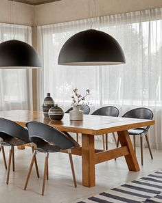 Contemporary style dining room~ Darker light fixtures combined with the dark chairs. Bay Window Living Room, Table Decor Living Room, Dinning Table, Living Room With Fireplace, Living Room Grey, Living Room Kitchen, Dinner Room, Interior Design Living Room, Decoration
