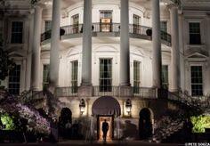 The White House à Washington, D.C. La Maison Blanche est elle hantée Une série de photographies datant des années cinquante prises dans la Maison Blanche nous montrerait d'étranges apparitions. Nous sommes dans les années cinquante lors des travaux de rénovation de la Maison Blanche à Washington. Un photographe officiel, Abbie Rowe a pris une série de photographie d'apparitions.
