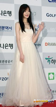 Lee Yu Bi, Lovelyz Jiae, Formal Dresses, Wedding Dresses, One Shoulder Wedding Dress, Actresses, Fashion, Dresses For Formal, Bride Dresses
