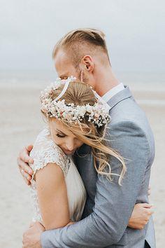 Strandhochzeit in Holland - Vicky Baumann Boho Beach Wedding, Wedding Venues Beach, Wedding Pics, Wedding Shoot, Wedding Trends, Wedding Couples, Wedding Ceremony, Wedding Flowers, Wedding Photography Poses