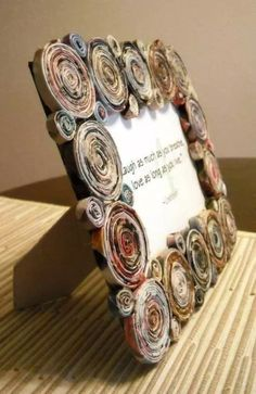 spice up picture frames with newspaper The post Wonderful ideas for crafting newsprint appeared first on Woman Casual - DIY and crafts Recycled Paper Crafts, Recycled Magazines, Newspaper Crafts, Old Magazines, Recycled Crafts, Crafts To Make, Crafts For Kids, Arts And Crafts, Diy Crafts